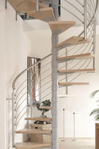 Spindeltreppe renoviert mit neuen Stufen und Geländer