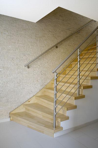 Treppenrenovierung Stufen und Geländer